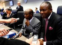 El ministro de Petróleo de Nigeria, Ibe Kachikwu, habla con periodistas antes de una reunión de la OPEP en Viena, Austria. 25 de mayo 2017.  La OPEP debatía el jueves si incluye a Nigeria en su pacto para restringir la producción de petróleo, dijeron dos delegados del cartel. REUTERS/Leonhard Foeger