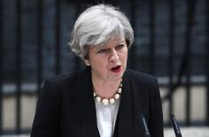 رئيسة الوزراء البريطانية تيريزا ماي تتحدث في لندن يوم 23 مايو ايار 2017. تصوير: نيل هال - رويترز