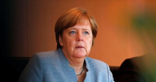 5月25日、ドイツのメルケル首相(写真)は9月24日の総選挙後に再選を果たしそうだ。「次期メルケル政権」は、連立相手の選択次第で現在とは色合いが異なる可能性がある。写真はベルリンで24日撮影(2017年 ロイター/Fabrizio Bensch)