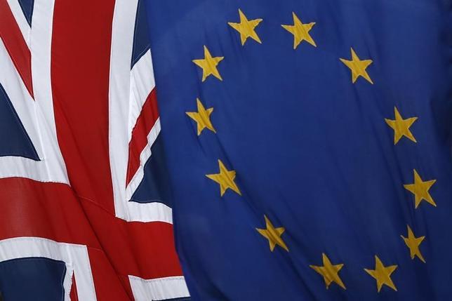 5月25日、欧州連合(EU)は来月予定されている英国との交渉において、ブレグジット後に国外居住中の英国人の居住権と福祉受給権を保証するよう求める見通し。写真は英ロンドンで3月撮影(2017年 ロイター/Stefan Wermuth)