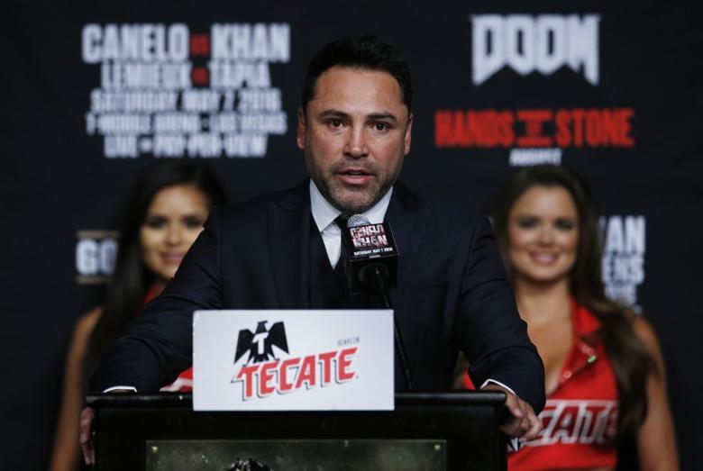 FILE PHOTO: Boxing - Saul 'Canelo' Alvarez & Amir Khan Head-to-Head Press Conference - MGM Grand, Las Vegas, United States of America - 4/5/16Promoter Oscar De La Hoya during the press conferenceAction Images via Reuters / Andrew CouldridgeLivepic