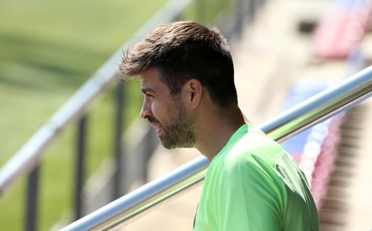 Football Soccer - Barcelona training session - Spanish King's Cup - Joan Gamper training camp, Barcelona, Spain - 26/5/17 - Barcelona's Gerard Pique attends a training session. REUTERS/Albert Gea