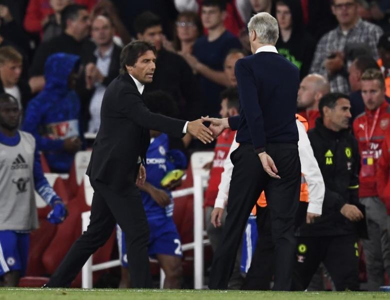 Britain Football Soccer - Arsenal v Chelsea - Premier League - Emirates Stadium - 24/9/16Chelsea manager Antonio Conte and Arsenal manager Arsene Wenger shake hands at the end of the match Reuters / Dylan Martinez