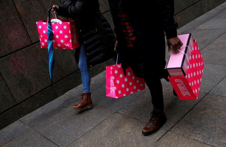 People walk with shopping bags in Manhattan, New York City, U.S. December 27, 2016. REUTERS/Andrew Kelly