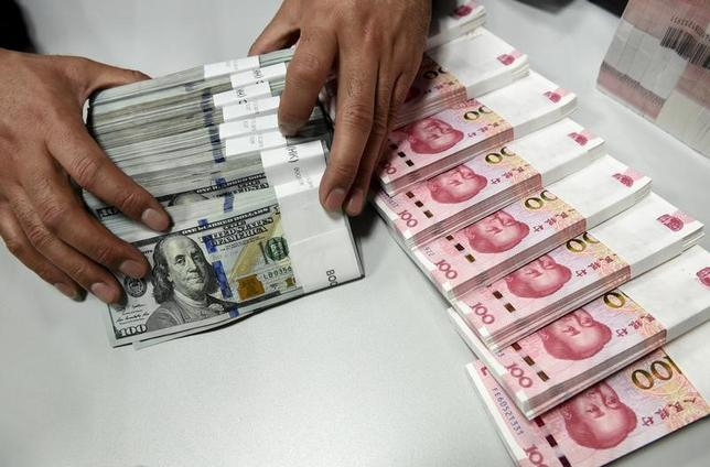 5月25日、中国企業によるドル建て債発行が過去最高水準に達し、社債のグローバル指数における中国のウエートがじりじりと高まっている。このため指数に追随する投資家の間で、中国への過剰な資金配分を強いられる懸念が浮上してきた。写真は中国山西省で2016年1月撮影(2017年 ロイター/Jon Woo)