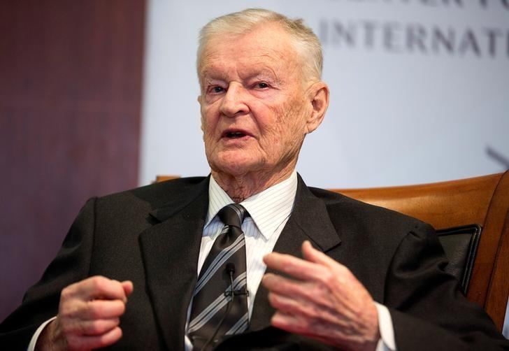FILE PHOTO - Former U.S. National Security Advisor, Zbigniew Brzezinski, speaks at a forum hosted by the Center for Strategic and International Studies in Washington, March 9, 2015.   REUTERS/Joshua Roberts/File Photo