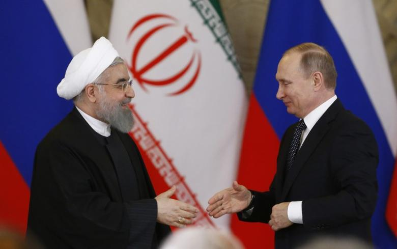 Russian President Vladimir Putin shakes hands with Iranian President Hassan Rouhani during a joint news conference following their meeting at the Kremlin in Moscow, Russia March 28, 2017. REUTERS/Sergei Karpukhin - RTX332WO