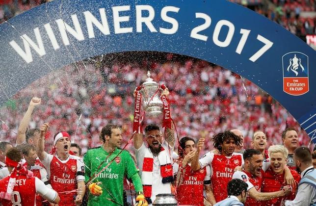 5月27日、サッカーのFA杯決勝でアーセナルがチェルシーを2─1で下し、過去4シーズンで同大会3回目の優勝を果たした(2017年 ロイター)