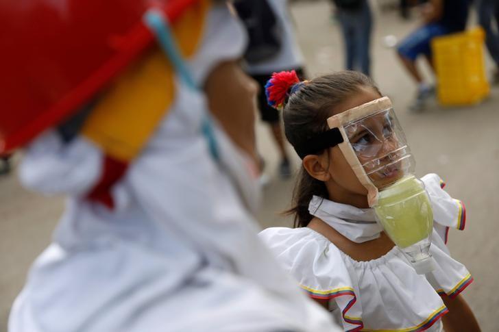 A girls wears a homemade gas mask during a rally against President Nicolas Maduro in Caracas, Venezuela, May 27, 2017. REUTERS/Carlos Garcia Rawlins