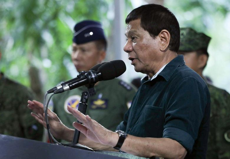 Philippine President Rodrigo Duterte speaks to soldiers during a visit at a military camp in Iligan City, Philippines May 26, 2017.  Malacanang Presidential Palace/Handout via Reuters