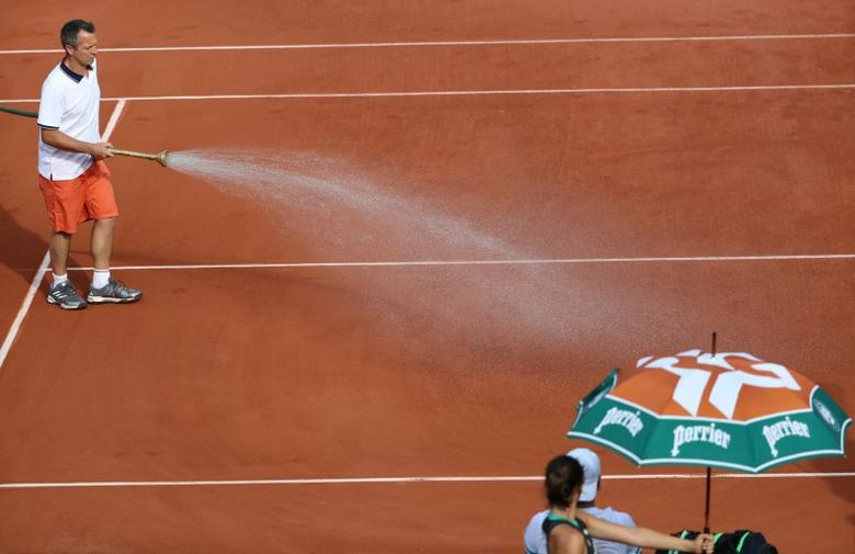 Tennis - French Open - Roland Garros, Paris, France - 28/5/17 Ground staff water the courtReuters / Pascal Rossignol