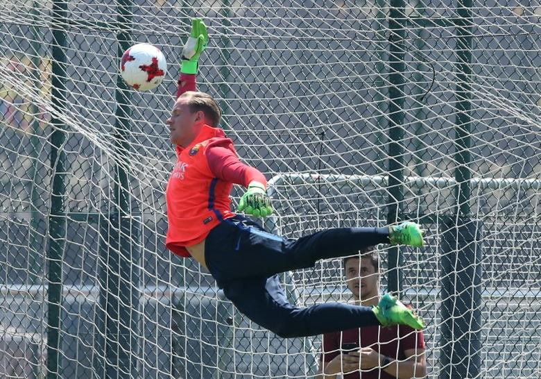 Barcelona training session - Spanish King's Cup - Joan Gamper training camp, Barcelona, Spain - 26/5/17 - Barcelona's goalkeeper Marc-Andre ter Stegen blocks a ball during a training session. REUTERS/Albert Gea