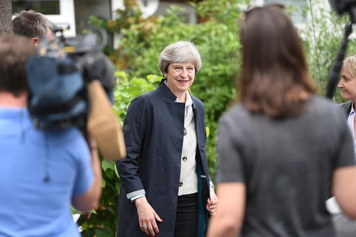 Britain's Prime Minister Theresa May canvasses in Richmond in London, May 29, 2017. REUTERS/Leon Neal/Pool
