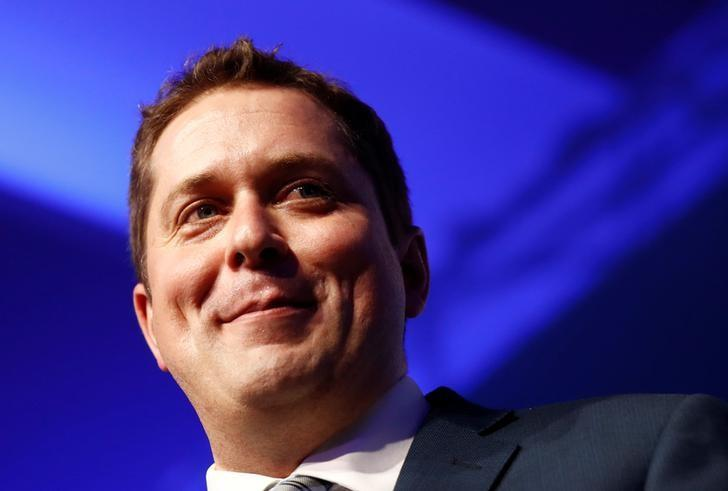 Andrew Scheer speaks after winning the leadership at the Conservative Party of Canada leadership convention in Toronto, Ontario, Canada, May 27, 2017.    REUTERS/Mark Blinch