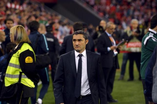 5月29日、サッカーのスペイン1部、バルセロナは、元ビルバオのエルネスト・バルベルデ氏(中央)が新監督に就任すると発表した。ビルバオで2015年11月撮影(2017年 ロイター/Vincent West)