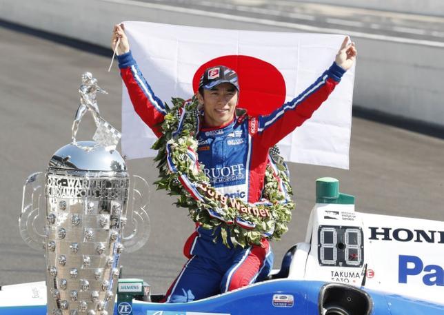 5月30日、米国の自動車レース、第101回インディ500で佐藤琢磨(写真)が優勝したことについて、米新聞記者が批判的なツイートを投稿し、物議をかもした。米インディアナ州インディアナポリスで29日撮影(2017年 ロイター/Brian Spurlock-USA TODAY Sports)