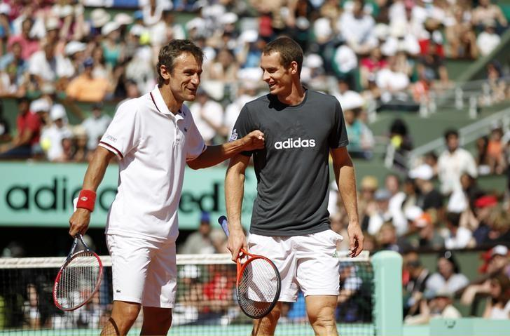 Mats Wilander of Sweden (L) and Andy Murray of Britain joke during an exhibition match held a day before the start of the French Open tennis tournament at the Roland Garros stadium in Paris May 26, 2012. REUTERS/Nir Elias/Files