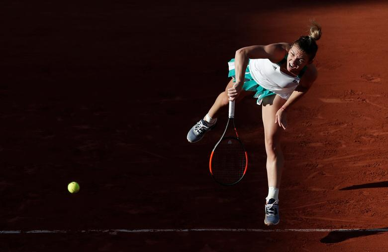 Tennis - French Open - Roland Garros, Paris, France - 30/5/17 Romania's Simona Halep in action during her first round match against Slovakia's Jana Cepelova Reuters / Benoit Tessier