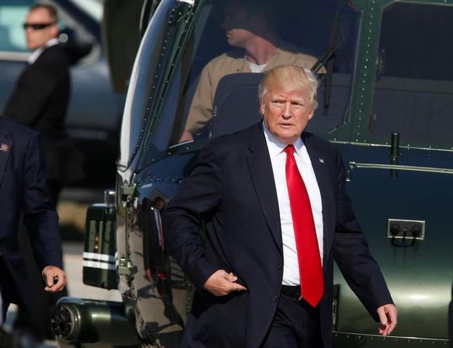 5月30日、米ホワイトハウスはトランプ大統領が連邦捜査局(FBI)長官候補として、元FBI副長官のジョン・ピストール氏と元司法次官補のクリス・レイ氏の2人とこの日中に会う予定であることを明らかにした。27日撮影(2017年 ロイター/Darrin Zammit Lupi)