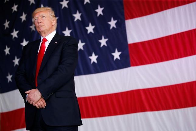 5月30日、トランプ氏は米大統領就任後初の外遊で「アメとムチ」の戦略を採ったが、使い分けを誤った。写真はイタリア・シシリー島で27日撮影(2017年 ロイター/Jonathan Ernst)