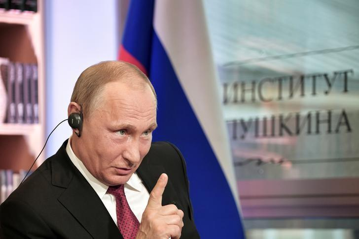 Russian President Vladimir Putin gestures during an interview with French daily newspaper Le Figaro in Paris, France May 29, 2017. Picture taken May 29, 2017. Sputnik/Aleksey Nikolskyi/Kremlin via REUTERS