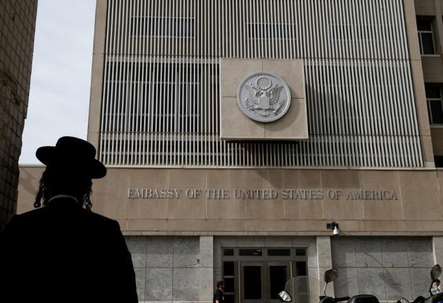 5月31日、トランプ米大統領は今週、在イスラエル米国大使館(写真)のエルサレム移設を先送りする決定を下す見通し。1月撮影(2017年 ロイター/Baz Ratner)