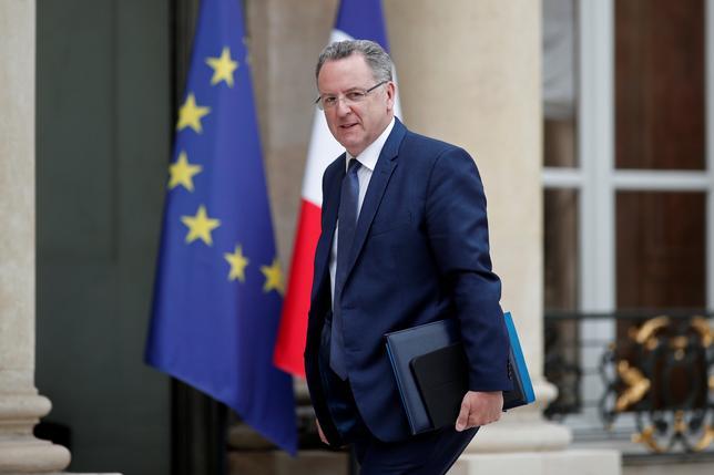 5月31日、フランスのマクロン大統領は、金銭の不正を巡って辞任の圧力にさらされているリシャール・フェラン国土団結相を支持する意向を示した。写真は同国土団結相。24日パリで撮影(2017年 ロイター/BENOIT TESSIER)