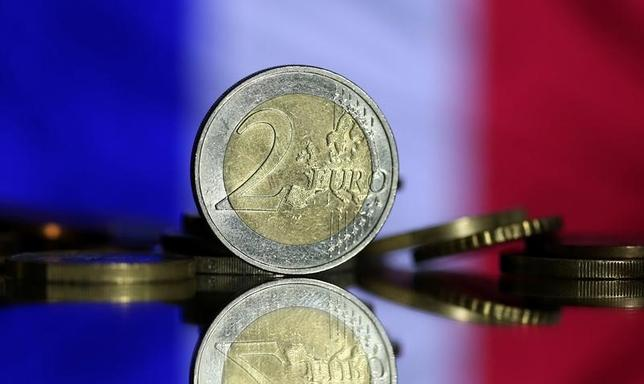 6月1日、フランスのダルマナン新公会計相は、財政赤字について、欧州連合(EU)が定める上限の対国内総生産(GDP)比3%以内に収める方針を示した。写真は5月撮影(2017年 ロイター/Dado Ruvic)