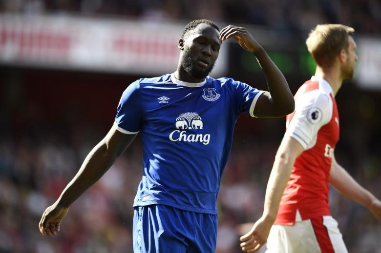 Britain Football Soccer - Arsenal v Everton - Premier League - Emirates Stadium - 21/5/17 Everton's Romelu Lukaku looks dejected  Reuters / Dylan Martinez Livepic