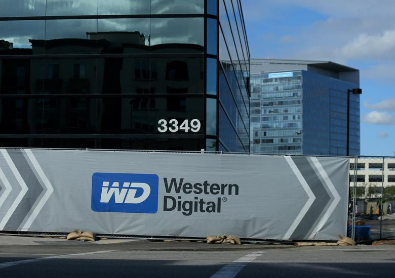 FILE PHOTO: A Western Digital office building under construction is shown in Irvine, California, U.S., January 24, 2017.   REUTERS/Mike Blake/File Photo