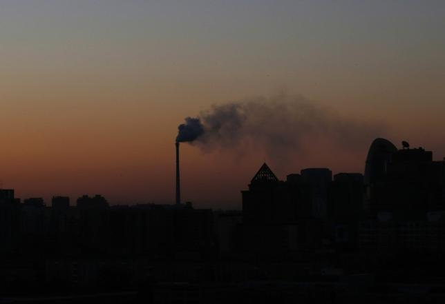 Smoke rises from a chimney of a cogeneration plant in Beijing November 25, 2013. REUTERS/Kim Kyung-Hoon