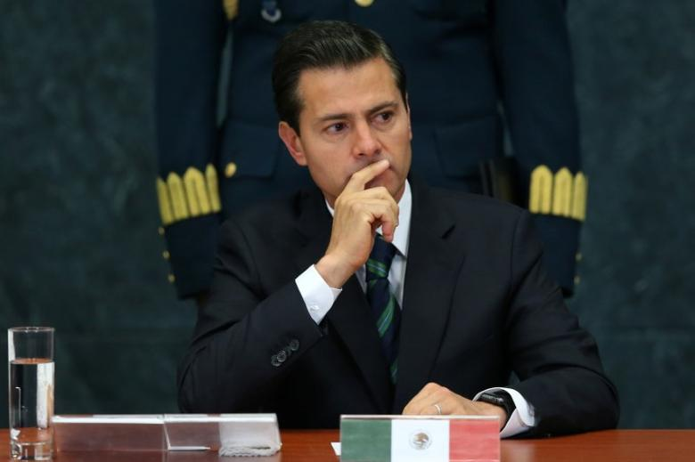 FILE PHOTO: Mexico's President Enrique Pena Nieto gestures during an event to recognize the contributions made by members of the Mexican foreign service, in Mexico City, Mexico, April 28, 2017. REUTERS/Edgard Garrido