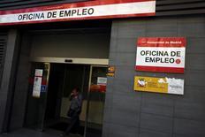 En la imagen, una oficina de empleo en Madrid, el 27 de abril de 2017. La creación de empleo en España alcanzó un récord para el mes de mayo, luego de que los restaurantes y hoteles en particular aumentaron las contrataciones, mostraron datos el viernes. REUTERS/Susana Vera