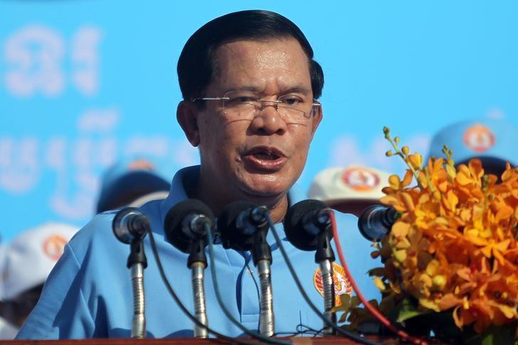 Cambodia's Prime Minister and president of Cambodian People's Party (CPP) Hun Sen speaks during a campaign rally in Phnom Penh, Cambodia June 2, 2017. REUTERS/Samrang Pring