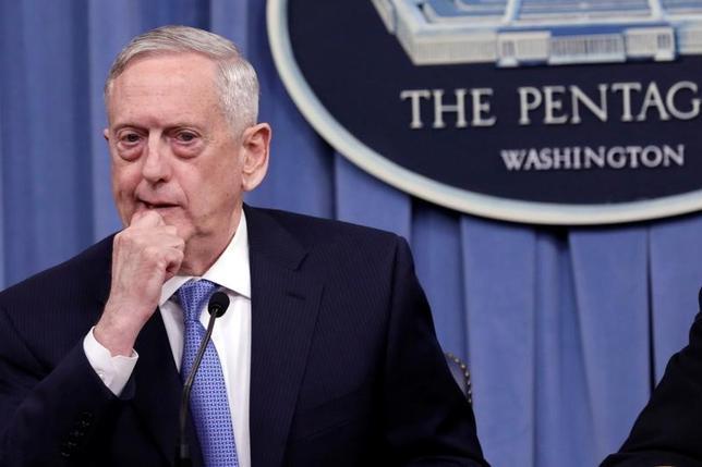 6月5日、米国務省は、米国がサウジアラビアに対し、軍事訓練プログラムやレーダーシステムなど、約14億ドル相当を売却する計画を承認した。マティス長官、国防総省で4月撮影(2017年 ロイター/Yuri Gripas)