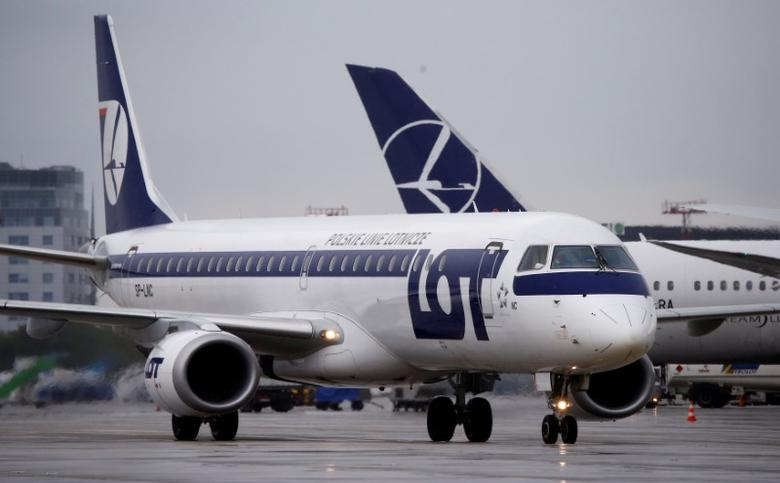 FILE PHOTO: Polish Airlines LOT Embraer ERJ-195LR aircraft taxis at the Chopin International Airport in Warsaw, Poland May 17, 2016. REUTERS/Kacper Pempel