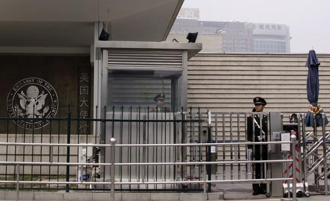 6月5日、トランプ米大統領が地球温暖化対策の国際的枠組み「パリ協定」から米国が離脱すると先週発表したことを受け、中国の北京に駐在していたデービッド・ランク米国代理大使が辞任し、国務省を退職した。北京の米大使館で2012年4月撮影(2017年 ロイター/Petar Kujundzic)