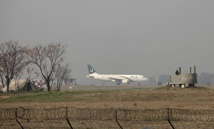 FILE PHOTO - A Pakistan International Airlines (PIA) passenger plane prepares to take off from the Benazir International airport in Islamabad, Pakistan, February 9, 2016. REUTERS/Faisal Mahmood/File Photo