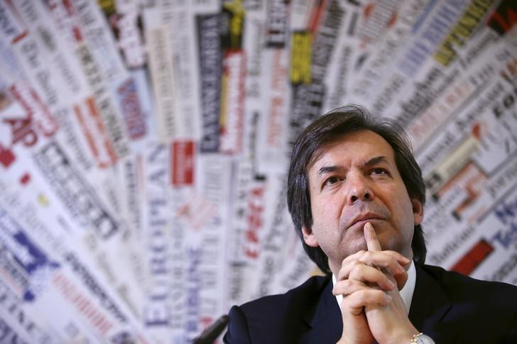 FILE PHOTO: Carlo Messina, Chief Executive Officer of Intesa Sanpaolo bank, attends a meeting at the foreign press headquarters in Rome, Italy November 27, 2015.  REUTERS/Alessandro Bianchi