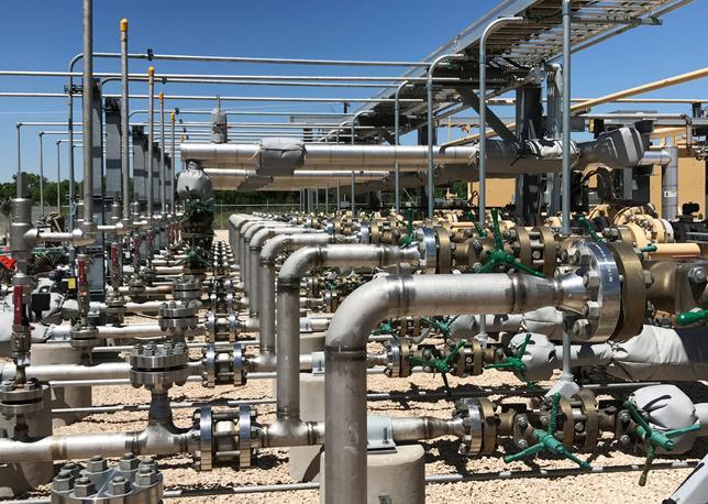 6月5日、米石油業界では、厄介者の地球温暖化ガスを活用する新技術を駆使して低コストで原油を生産する一握りの「勝ち組」も存在する。ニューメキシコ州ホッブスのオキシデンタル・ペトロリアムで5月3日撮影(2017年 ロイター/Ernest Scheyder)