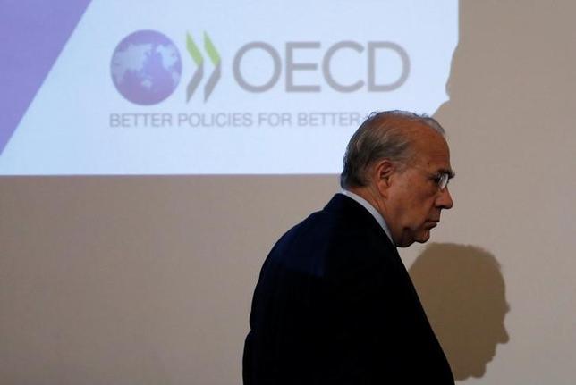 6月7日、OECDは、米経済見通しが弱めだが貿易の回復で世界経済が今年、2011年以来の高成長を記録するとの見通しを示した。写真はOECDのロゴ、4月都内で撮影(2017年 ロイター/Toru Hanai)