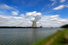 En la imagen, una planta nuclear en  Eschenbach cerca de Landshut, Alemania, el 25 de agosto de 2010. El máximo tribunal alemán declaró ilegal el martes la tasa impositiva sobre la generación eléctrica nuclear en el país, creando expectativas sobre la devolución a las empresas de energía de unos 6.000 millones de euros (6.800 millones de dólares) en momentos en que sus balances se encuentran constreñidos.  REUTERS/Michael Dalder