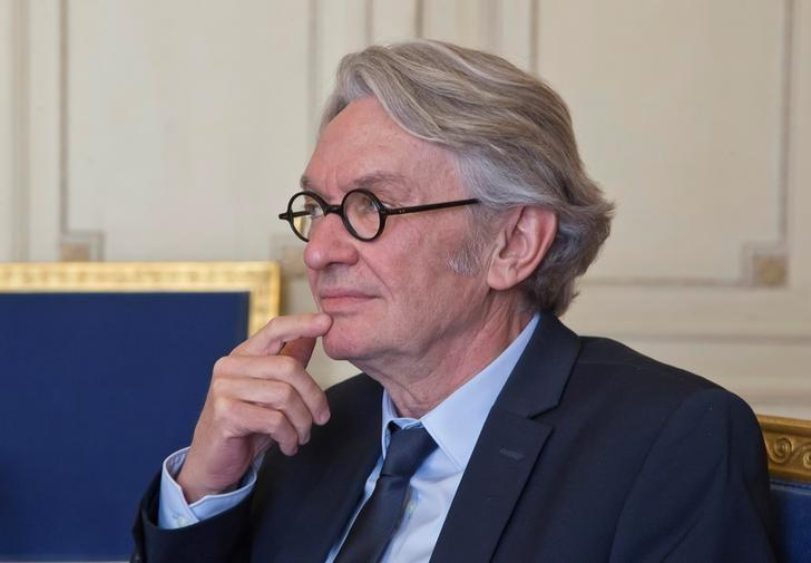 French FO labour union leader Jean-Claude Mailly awaits French President Emmanuel Macron (not pictured) for a meeting at the Elysee Palace in Paris, France, May 23, 2017.    REUTERS/Michel Euler/Pool/Files