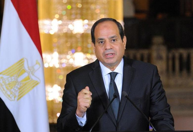 Egyptian President Abdel Fattah al-Sisi gives an address after the gunmen attack in Minya, accompanied by leaders of the Supreme Council of the Armed Forces and the Supreme Council for Police (unseen), at the Ittihadiya presidential palace in Cairo, Egypt, May 26, 2017 in this handout picture courtesy of the Egyptian Presidency. The Egyptian Presidency/Handout via REUTERS