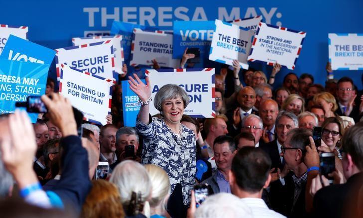 2017年6月7日,英国索利哈尔,英国首相特雷莎·梅在选举造势活动中演讲。REUTERS/Eddie Keogh