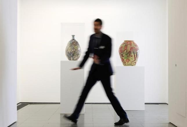 6月7日、英国の現代アーティスト、グレイソン・ペリーが、8日からロンドンのサーペンタイン・ギャラリーで展示会を開催する(2017年 ロイター/Marko Djurica)
