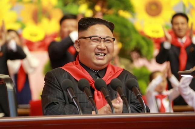 6月9日、北朝鮮国営の朝鮮中央通信(KCNA)は、金正恩朝鮮労働党委員長(写真)が、新しく開発された地対艦ミサイルの発射実験を指揮したと報じた。提供写真(2017年 ロイター/KCNA)
