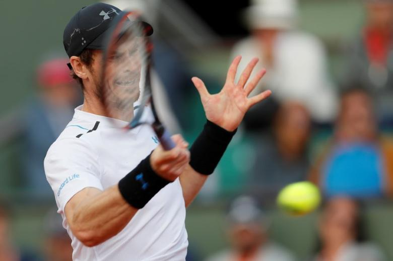 Tennis - French Open - Roland Garros, Paris, France - June 7, 2017   Great Britain's Andy Murray in action during his quarter final match against Japan's Kei Nishikori   Reuters / Gonzalo Fuentes