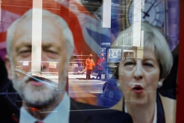 6月9日、英国のメイ首相は、8日の総選挙を受け、英国には安定が必要だとし、保守党が第1党となる場合は安定をもたらす責任を自身が引き受ける考えを示した。ロンドンで7日撮影(2017年 ロイター/Marko Djurica)