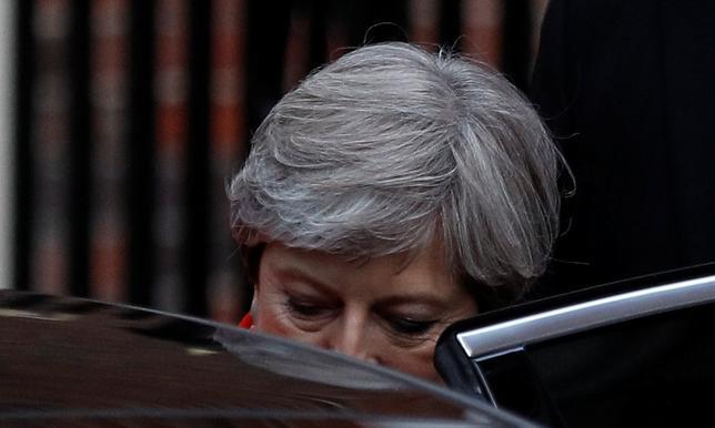 6月9日、シティは、英総選挙で与党・保守党が過半数議席を割り込んだことから、メイ首相が辞任する可能性が高いとの見方を示した。写真はロンドンで撮影(2017年 ロイター/PETER NICHOLLS)